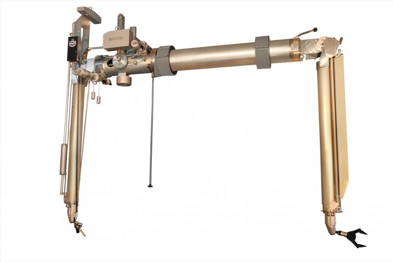 Telescope master-slave manipulator A100: Flexible for hot cells